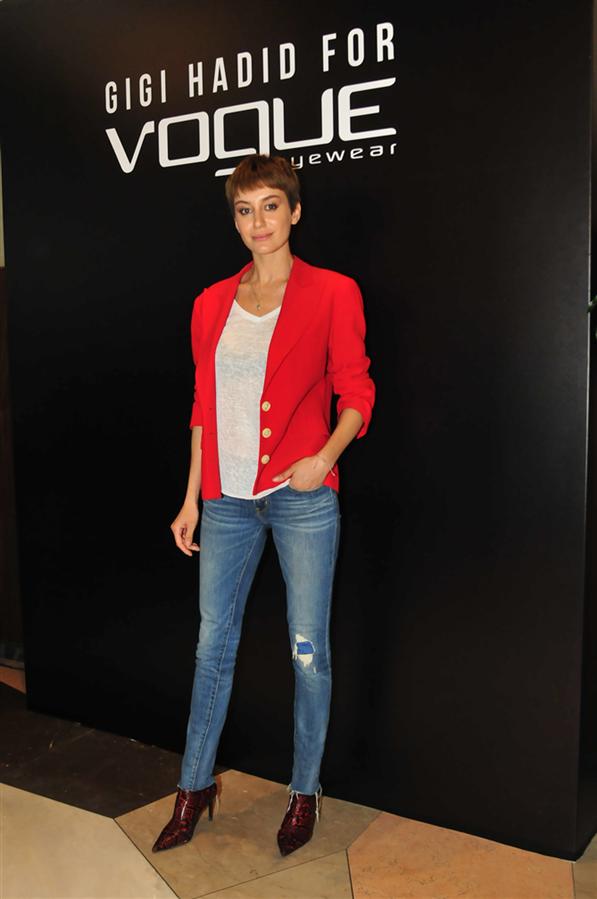 Gigi Hadid Vogue Eyewear Yeni Koleksiyonu Tanıtıldı! - Gigi Hadid Vogue Eyewear Yeni Koleksiyonu Tanıtıldı!
