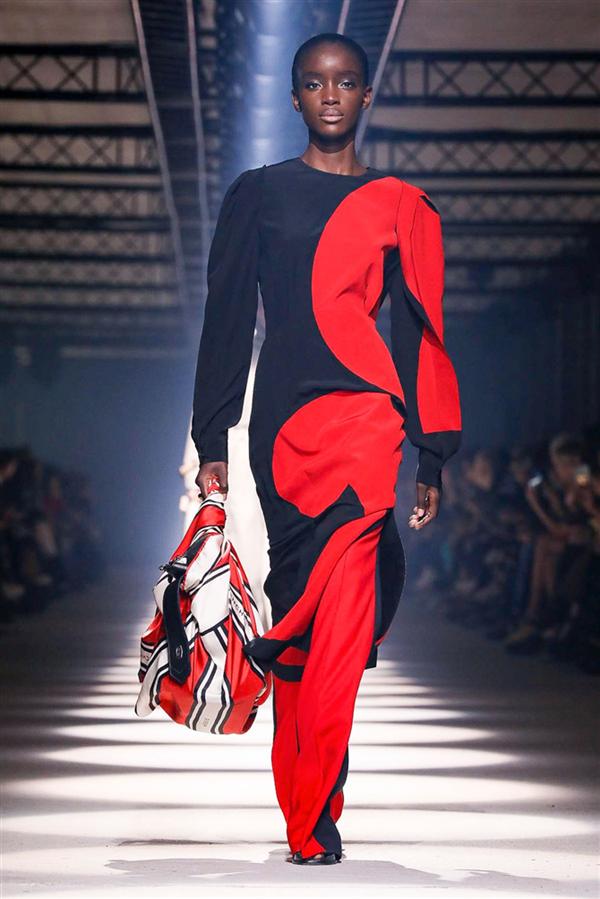 Givenchy Sonbahar/Kış 2020 Koleksiyonundan Zarafeti Yansıtan Tasarımlar - Givenchy Sonbahar/Kış 2020 Koleksiyonundan Zarafeti Yansıtan Tasarımlar