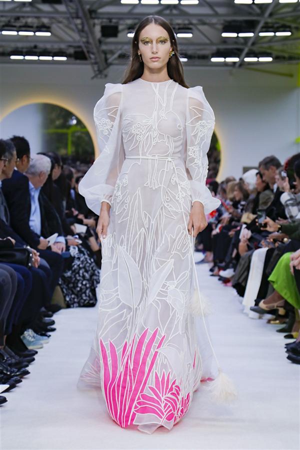 Göz Alıcı Renkleriyle Öne Çıkan Valentino İlkbahar/Yaz 2020 Koleksiyonu - Göz Alıcı Renkleriyle Öne Çıkan Valentino İlkbahar/Yaz 2020 Koleksiyonu