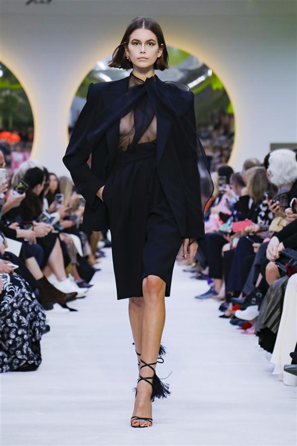 Göz Alıcı Renkleriyle Öne Çıkan Valentino İlkbahar/Yaz 2020 Koleksiyonu