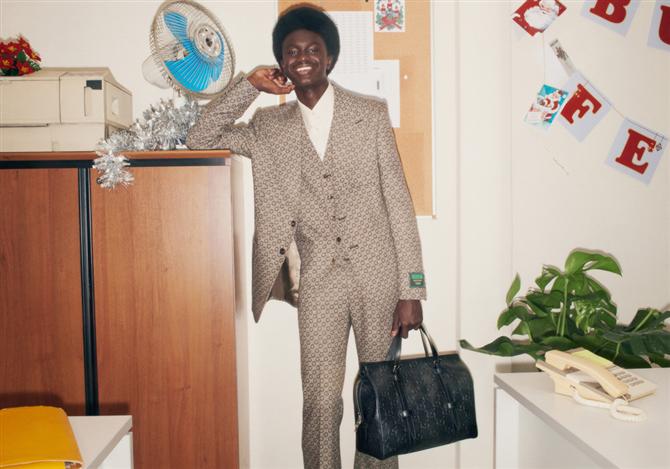 Gucci'den Ofis Partisi Temalı 2020 Yılbaşı Çekimi - Gucci'den Ofis Partisi Temalı 2020 Yılbaşı Çekimi
