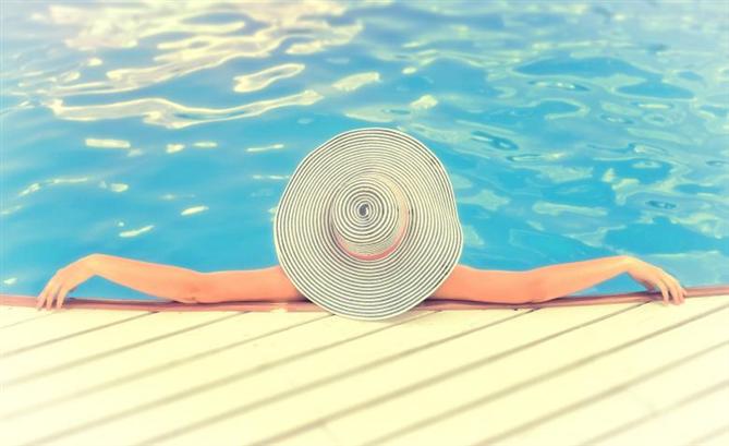 Suya Dayanıklı Güneş Kremlerine Fazla Güvenmek