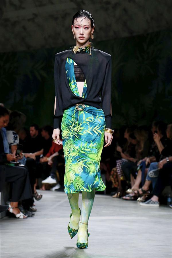Havalı ve Çarpıcı: Versace İlkbahar/Yaz 2020 Koleksiyonu - Havalı ve Çarpıcı: Versace İlkbahar/Yaz 2020 Koleksiyonu