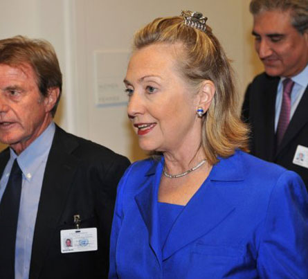 hilary-clintonin-saclari - Hillary Clinton`ın kıskaç tokası
