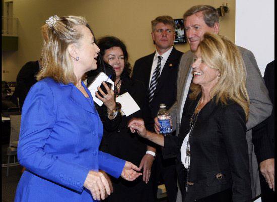 hilary-clintonin-komik-saci - Hillary Clinton`ın kıskaç tokası
