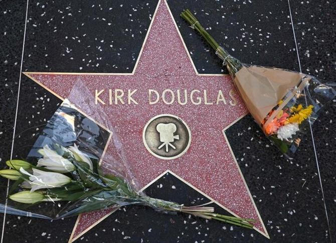 Hollywood'un Efsanelerinden Kirk Douglas Yaşamını Yitirdi
