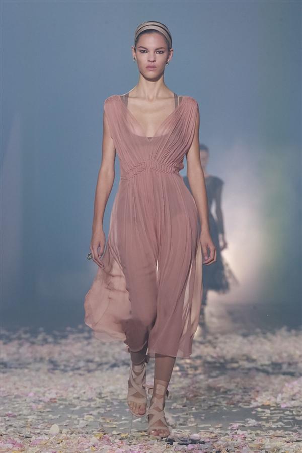 Dior - İlkbahar/Yaz 2019 Koleksiyonları Işığında Bu Sezon Neler Giyeceğiz?