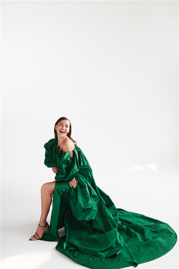 Irina Shayk'ın Hayranlık Yaratan Oscar de la Renta Kampanyası - Irina Shayk'ın Hayranlık Yaratan Oscar de la Renta Kampanyası