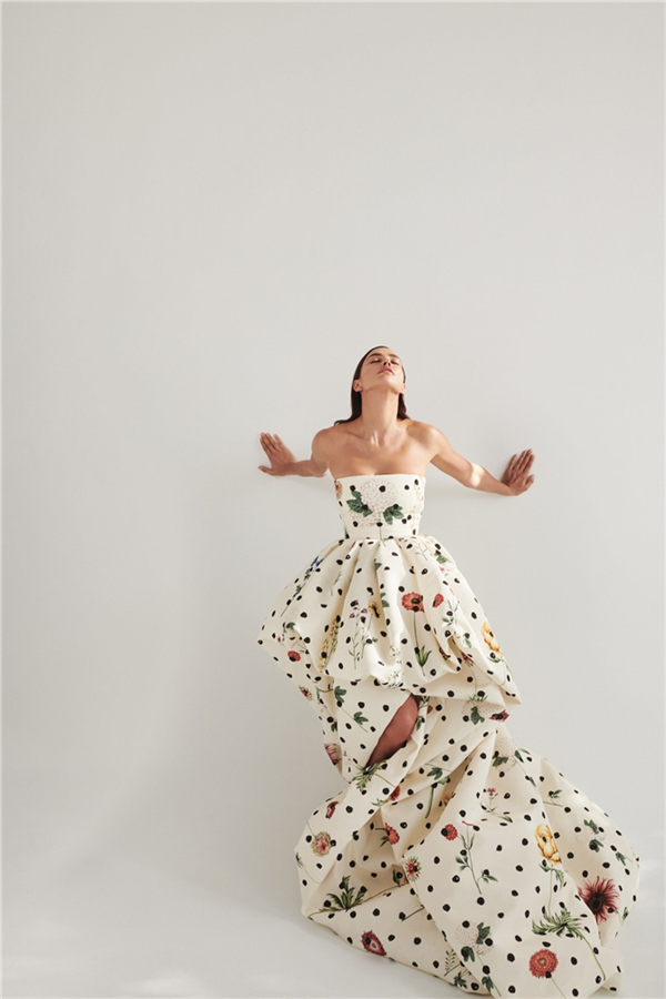 Irina Shayk'ın Hayranlık Yaratan Oscar de la Renta Kampanyası