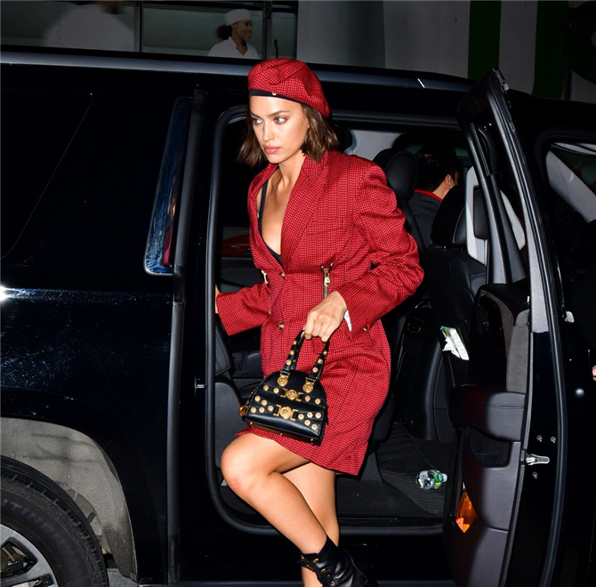 Irina Shayk'ın Kusursuz Versace Kombini