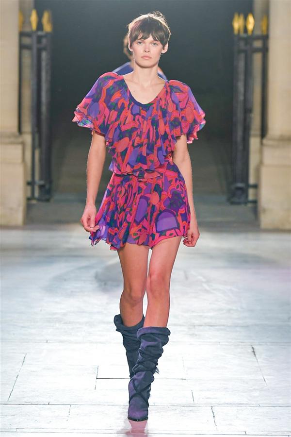 Isabel Marant İlkbahar/ Yaz 2022 Koleksiyonundan Neşe Saçan Renkler