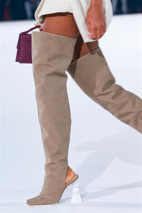 Jacquemus Sonbahar - Kış 2020 Defilesinden Çanta, Ayakkabı ve Aksesuar Detayları