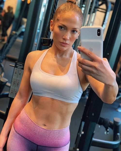 Jennifer Lopez'in 50 Yaşında Işıltılı ve Sıkı Bir Cilde Sahip Olmasının 5 Sırrı