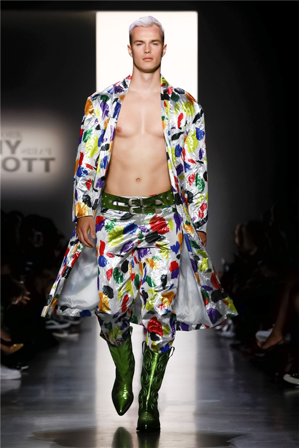 Jeremy Scott'un Renkli İlkbahar/Yaz 2020 Tasarımları