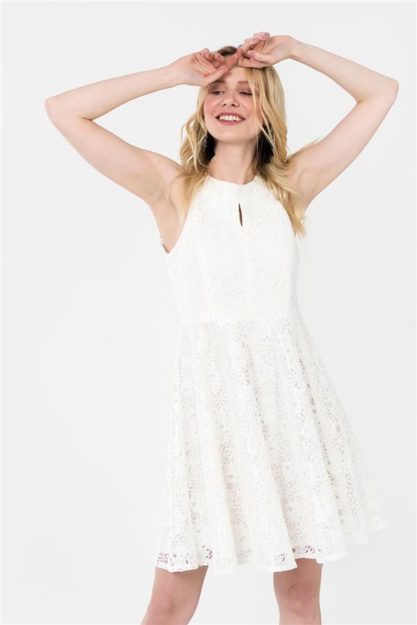 Beyazın Masumiyeti Seni mi Yansıtıyor? - Karakterine En Uygun Mezuniyet Elbisesi Modelleri