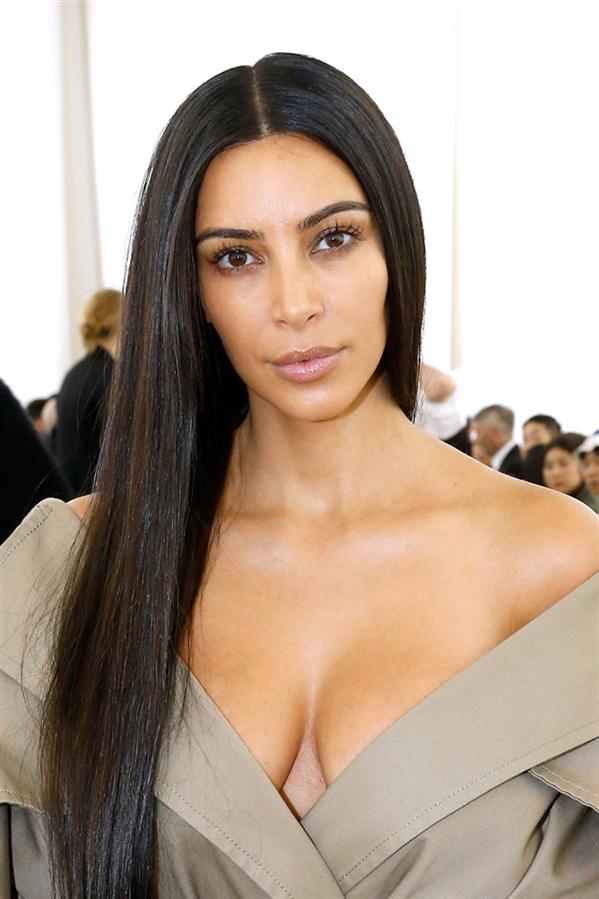 Kim Kardashian - 2016