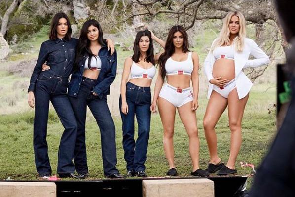Kardashian'lar Yine Calvin Klein Reklamında Bir Arada
