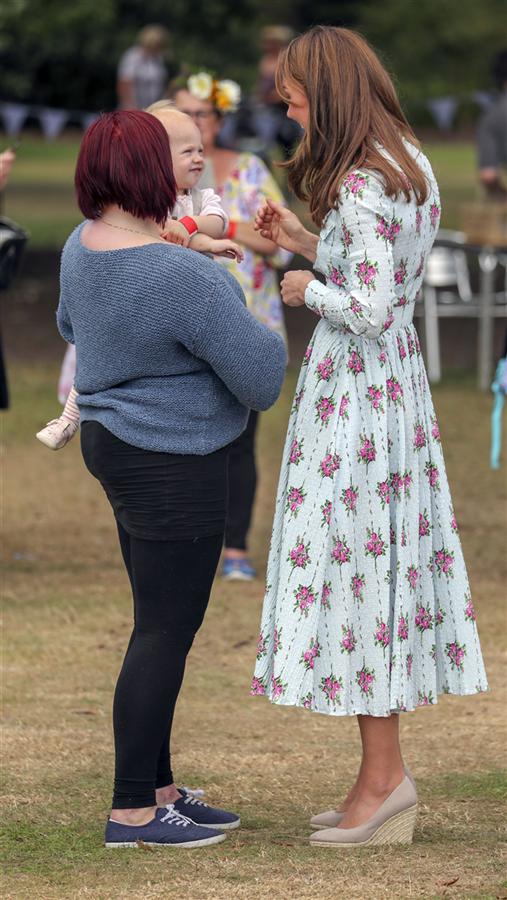 Kate Middleton'ın Çiçekli Elbise Tercihi - Kate Middleton'ın Çiçekli Elbise Tercihi