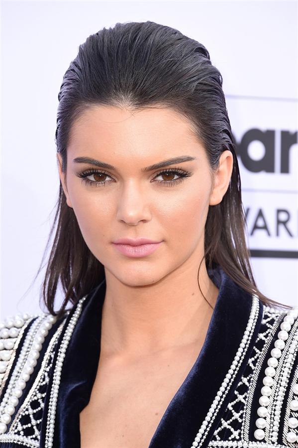 Kendall Jenner'ın Değişimi - Kendall Jenner'ın Değişimi