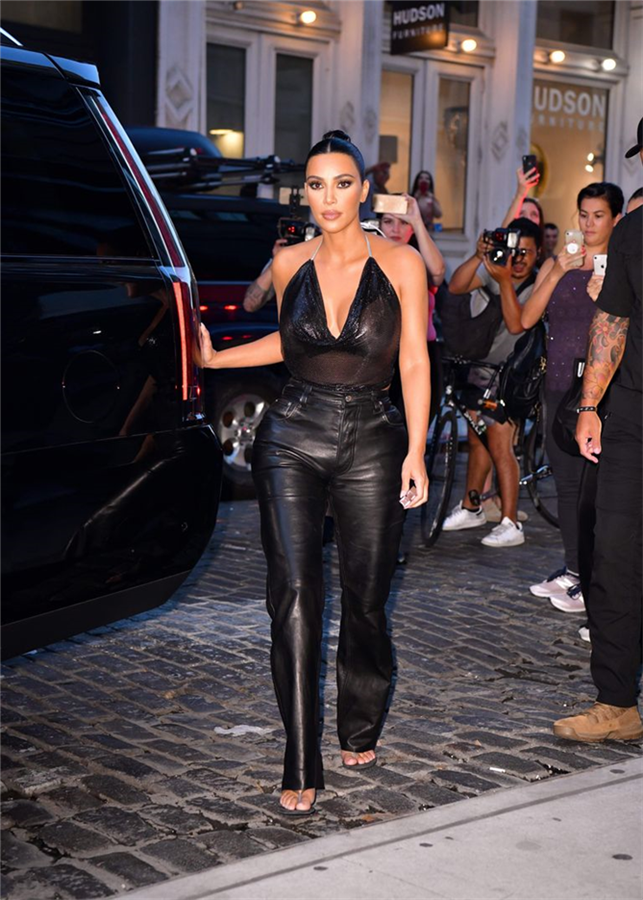 """Kim Kardashian'dan Kusursuz """"Yaz Sonu Parti Görünümü"""""""