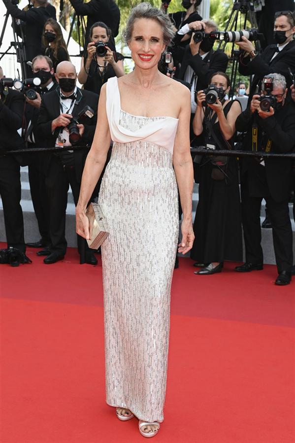 Andie MacDowell - Kırmızı Halı: 2021 Cannes Film Festivali