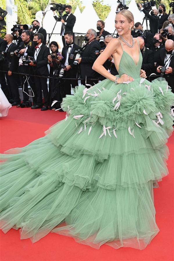 Leonie Hanne - Kırmızı Halı: 2021 Cannes Film Festivali