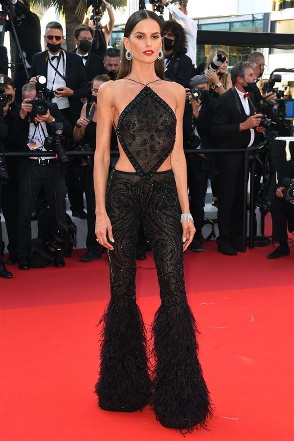 Izabel Goulart - Kırmızı Halı: 2021 Cannes Film Festivali