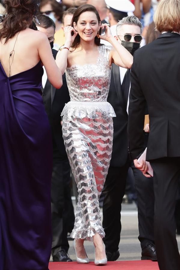 Marion Cotillard - Kırmızı Halı: 2021 Cannes Film Festivali