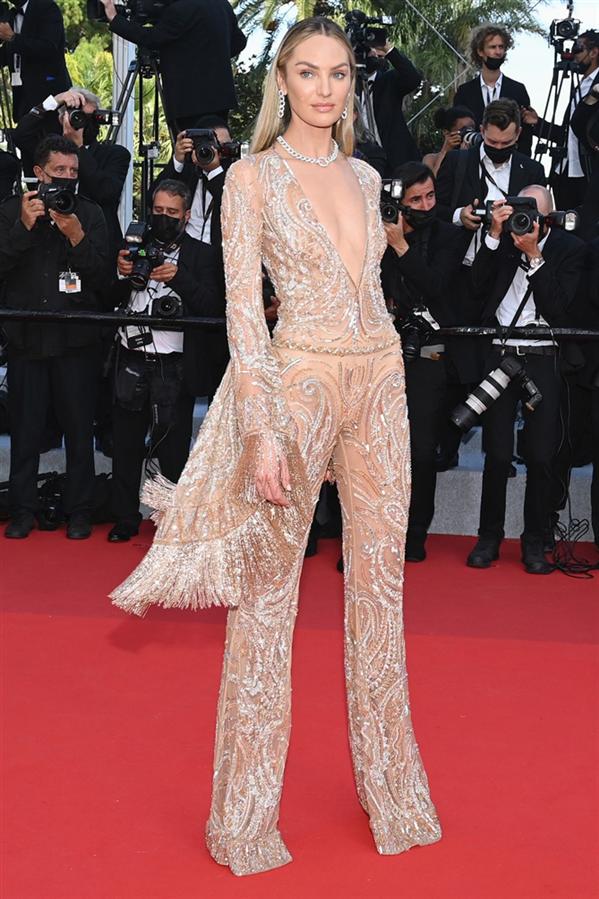 Candice Swanepoel - Kırmızı Halı: 2021 Cannes Film Festivali
