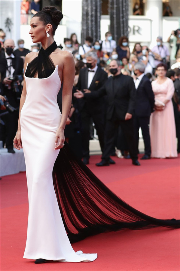 Bella Hadid - Kırmızı Halı: 2021 Cannes Film Festivali