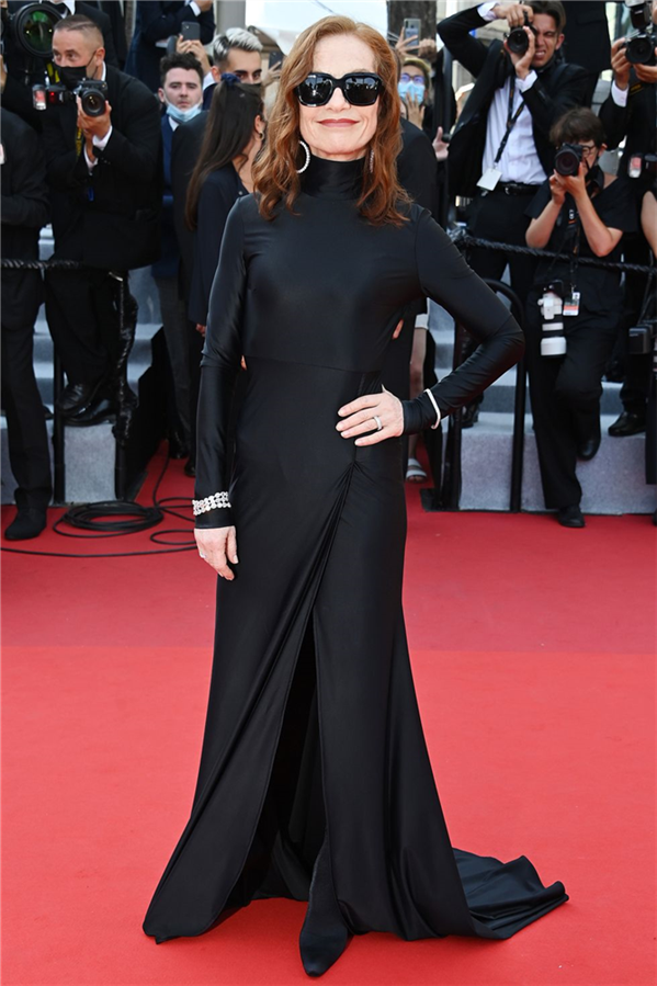 Isabelle Huppert - Kırmızı Halı: 2021 Cannes Film Festivali