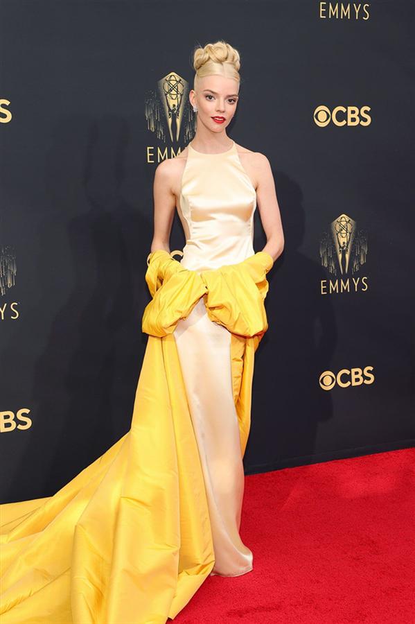 Kırmızı Halı: 2021 Emmy Ödülleri - Kırmızı Halı: 2021 Emmy Ödülleri
