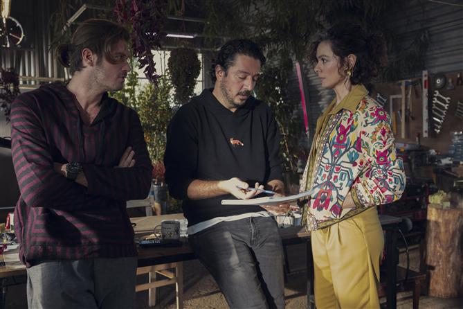 Kıvanç Tatlıtuğ'un Yeni Netflix Dizisi Bir Denizaltı Hikayesi'nden İlk Görseller - Kıvanç Tatlıtuğ'un Başrolünde Olduğu Yeni Netflix Dizisinden İlk Görseller