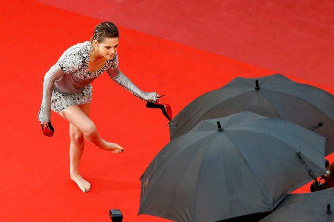 Kristen Stewart Cannes'da Yalın Ayak