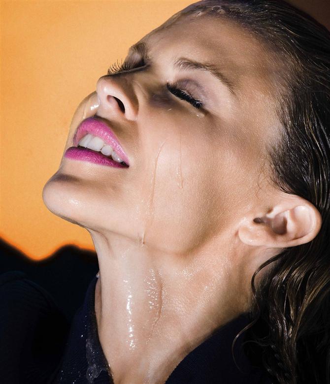 kylie-minogue-seksi - Kylie Minogue seksi pozlar verdi