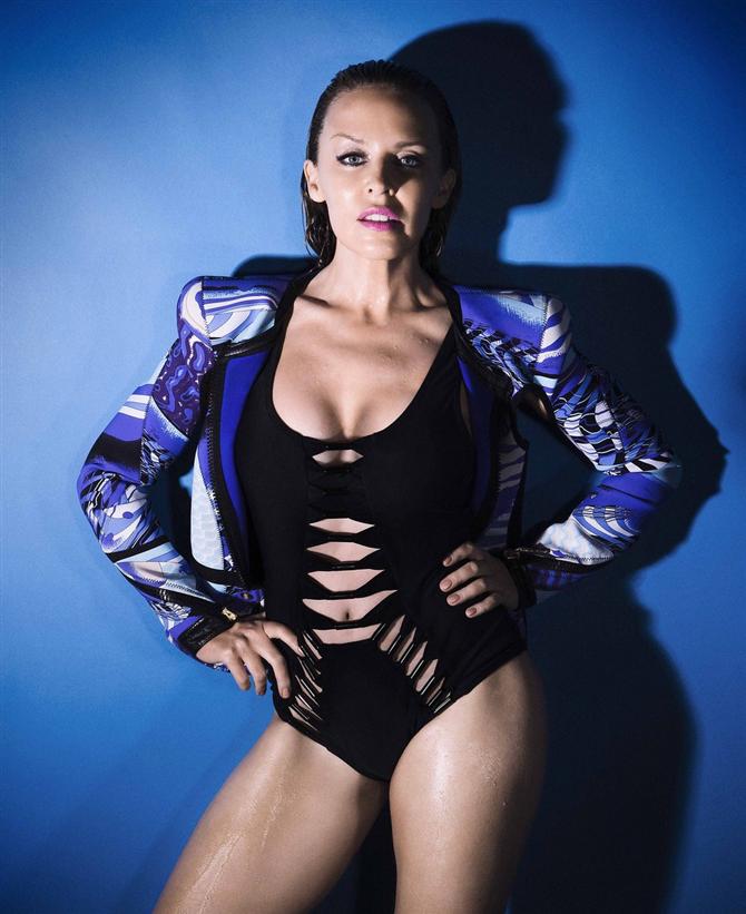 kylie-minogue- - Kylie Minogue seksi pozlar verdi