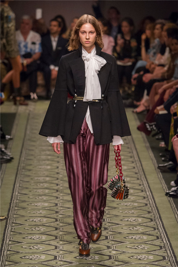 LFW: Burberry Bahar 2017 Defilesi - LFW: Burberry Bahar 2017 Defilesi