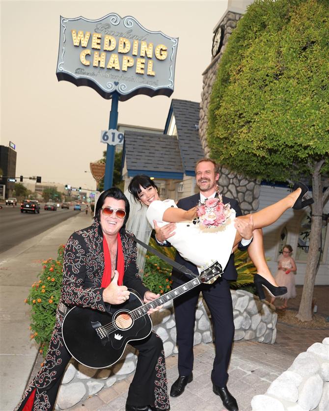 Lily Allen ve David Harbour Las Vegas'ta Evlendi!