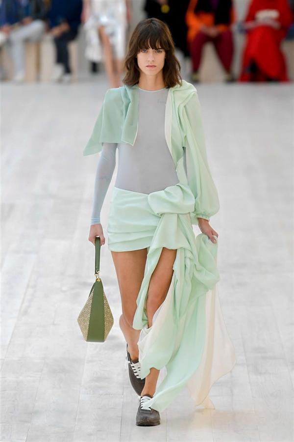 Loewe İlkbahar/ Yaz 2022 Tasarımları