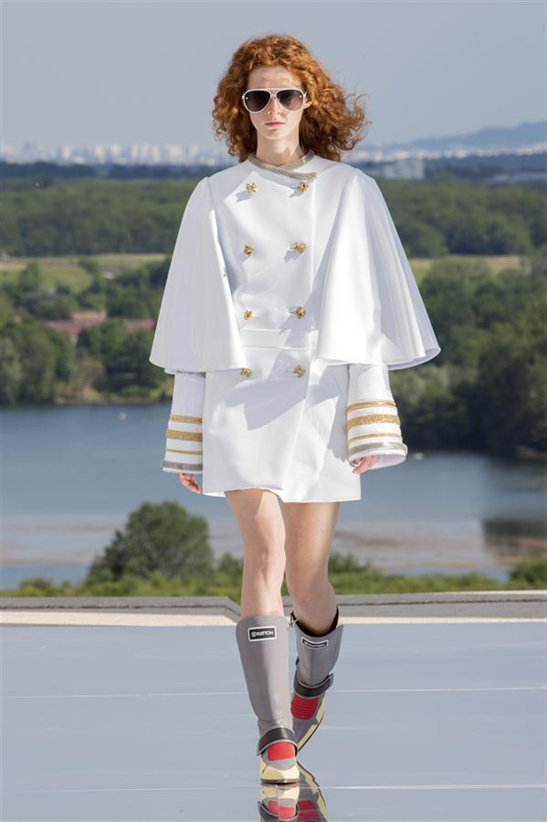 Louis Vuitton Cruise 2022 Koleksiyonundan Hacimli Duruşlar