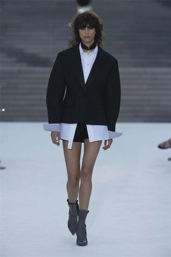 Louis Vuitton Resort 2018 Defilesi