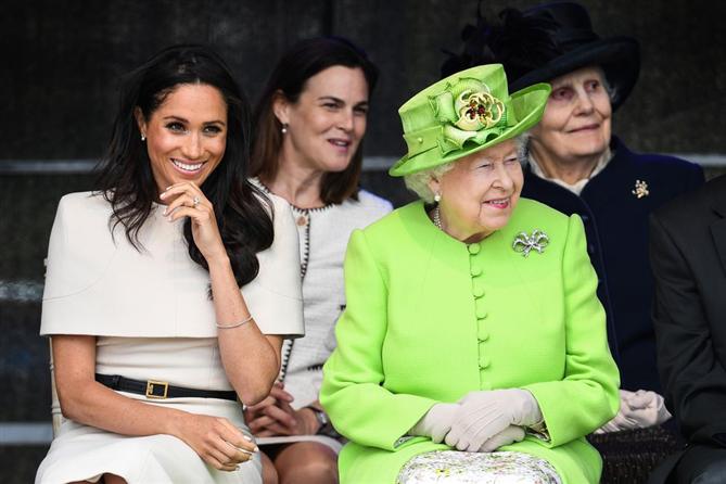 Meghan Markle ve Kraliçe Elizabeth'in Uyumlu Şıklığı