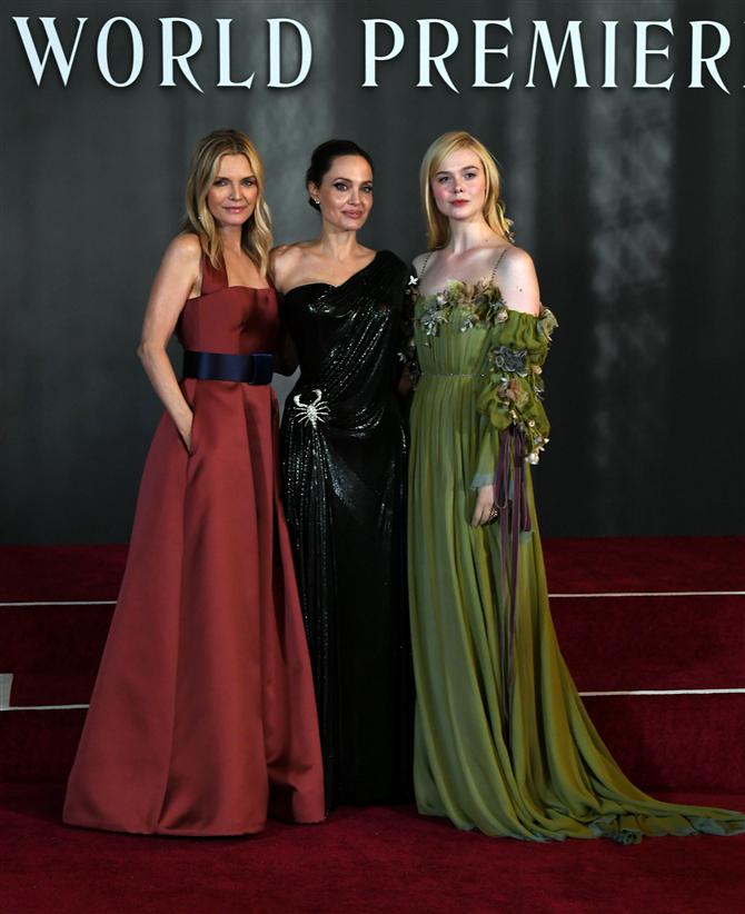"""Michelle Pfeiffer, Angelina Jolie, Elle Fanning - Merakla Beklenen """"Maleficent"""" Film Prömiyerinde Şıklık Yarışı"""