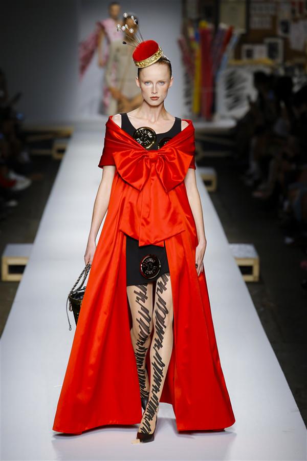 Milano Moda Haftası: Moschino İlkbahar/Yaz 2019