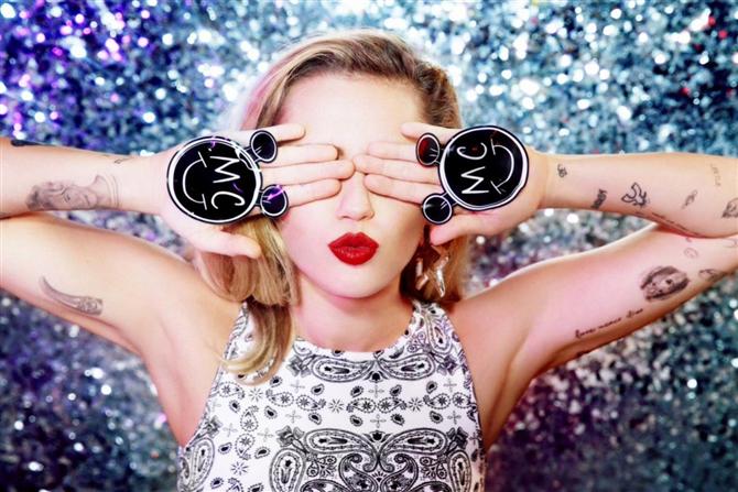 Miley Cyrus x Converse İş Birliği