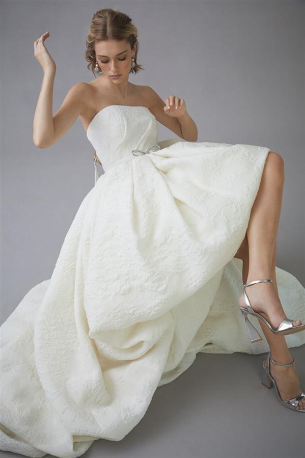 Modern Gelinliklere Övgü: Oscar De La Renta Bridal 2022 Bahar Tasarımları - Modern Gelinliklere Övgü: Oscar De La Renta Bridal 2022 Bahar Tasarımları