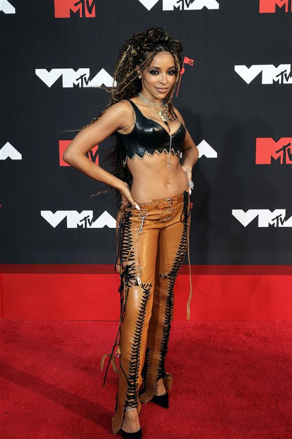 MTV VMAs 2021 Kırmızı Halısından İddialı Görünümler - MTV VMAs 2021 Kırmızı Halısından İddialı Görünümler