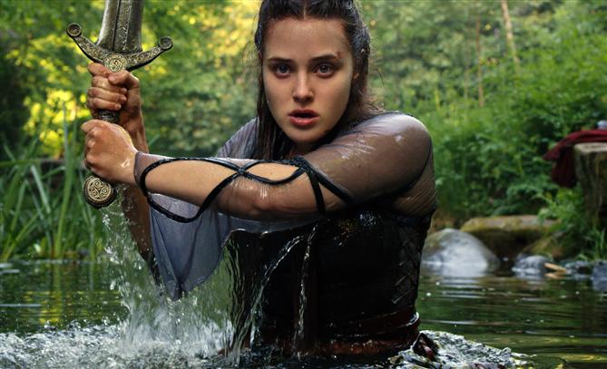 Netflix Yeni Fantastik Dizisi Cursed'den İlk Kareleri Paylaştı