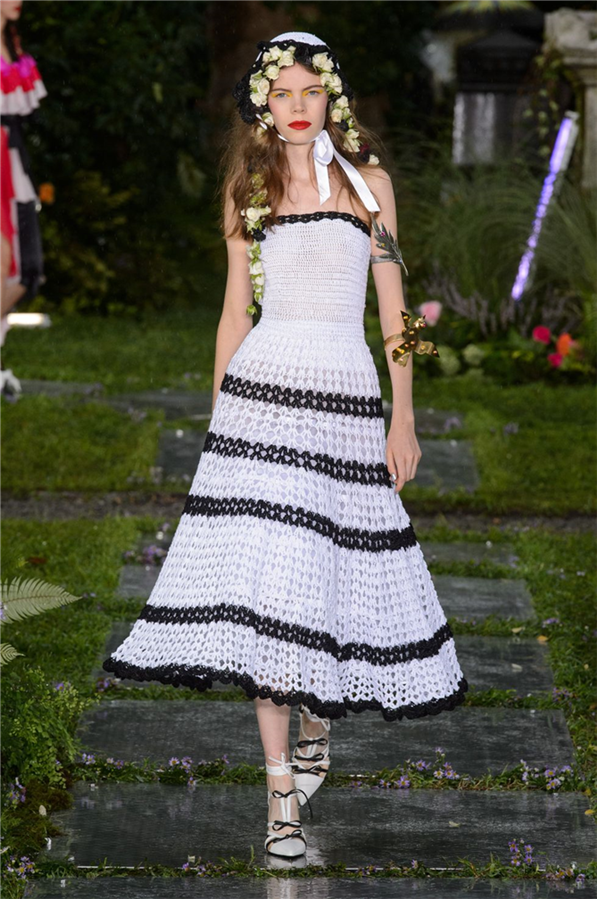 New York Moda Haftası'nın En Göz Alıcı Gelinlik Modelleri