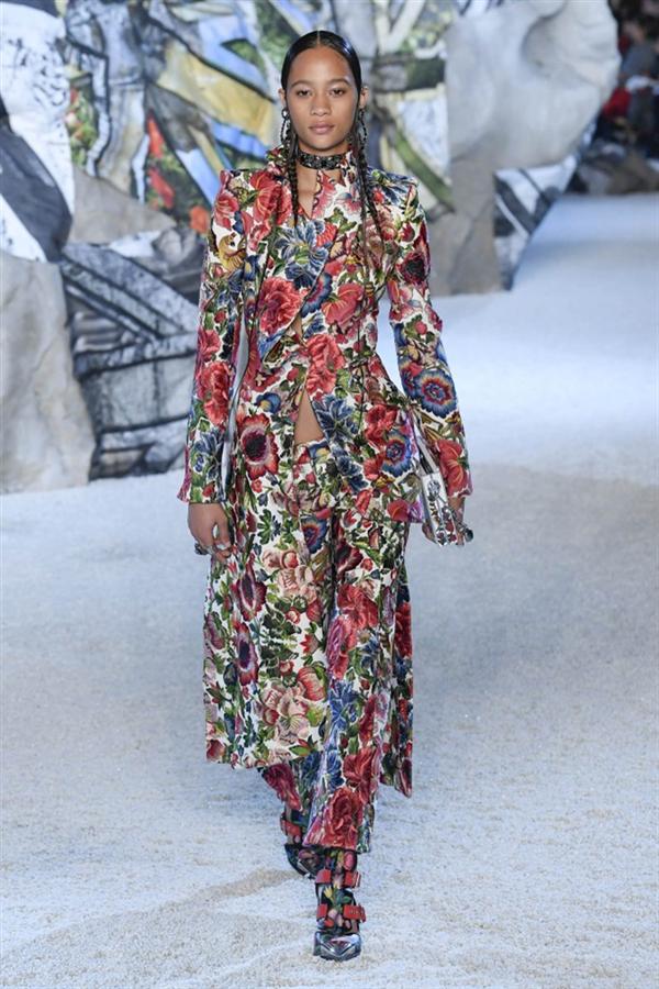 Paris Moda Haftası: Alexander McQueen 2019 Bahar Koleksiyonu - Paris Moda Haftası: Alexander McQueen 2019 Bahar Koleksiyonu